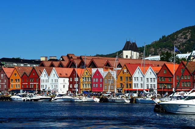 Croisière privée à bord d'un yacht pour visiter les plus belles îles de la Scandinavie